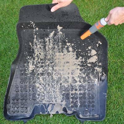 Eenvoudig schoonmaken van rubber matten